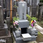 文京区のお寺様で納骨と戒名彫り作業