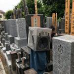 文京区のお墓で戒名彫り