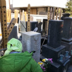 浅草のお寺様の墓地で戒名彫りとご納骨